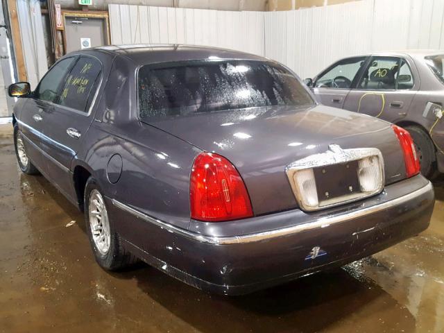 Clean Le 1999 Lincoln Towncar Sedan