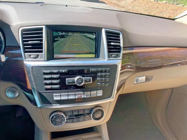 4JGDA2EB8CA069064 - 2012 Mercedes-Benz Ml 350 Blu 3.0L engine view