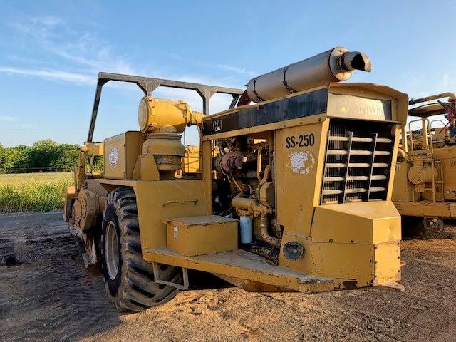 click here to view 1999 CATE SOIL MIXER at IBIDSAFELY