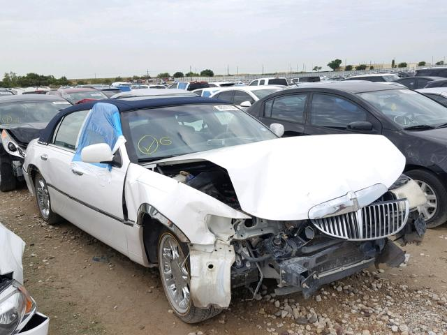 click here to view 2000 LINCOLN TOWN CAR E at IBIDSAFELY