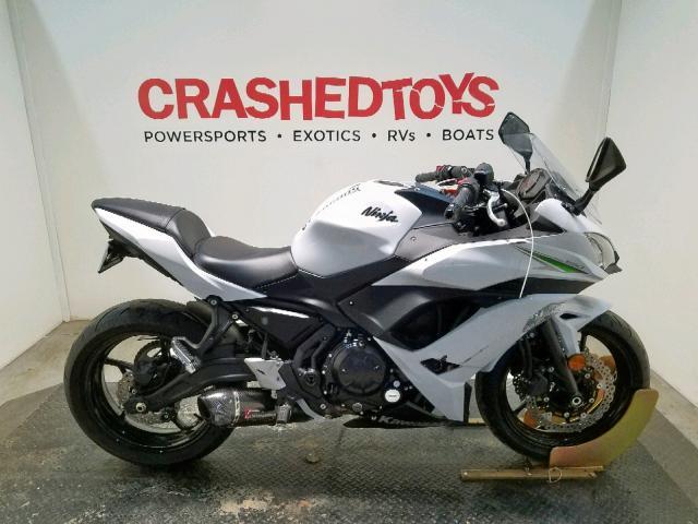 Salvage 2017 Kawasaki EX650 J for sale