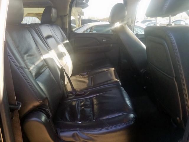 2012 Chevrolet Suburban K 5.3L detail view