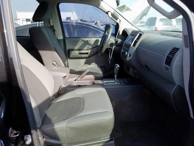 5N1AN0NU5FN650239 - 2015 Nissan Xterra X 4.0L close up View