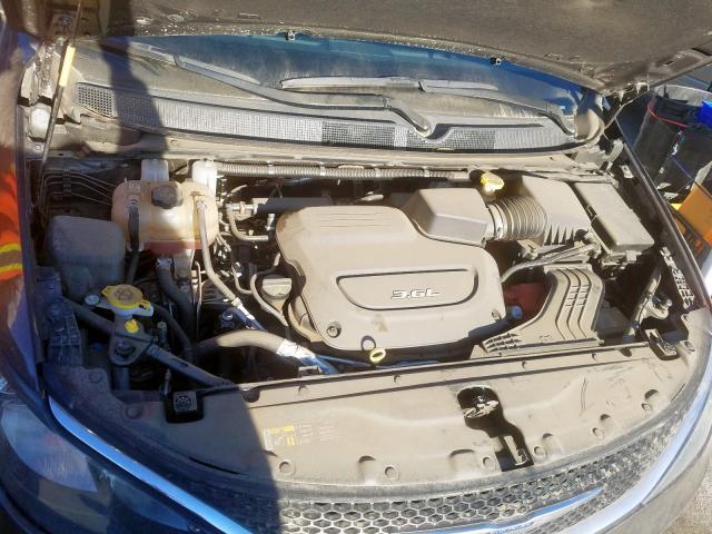 2017 Chrysler    Vin: 2C4RC1CG1HR657677
