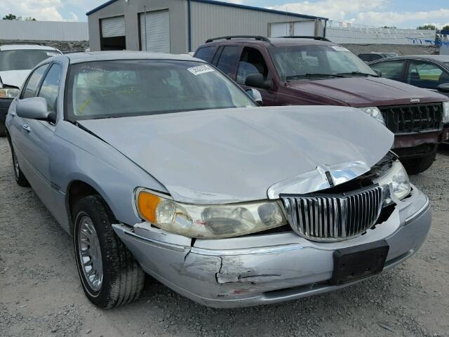 1LNHM83W61Y666218 - 2001 LINCOLN TOWN CAR C