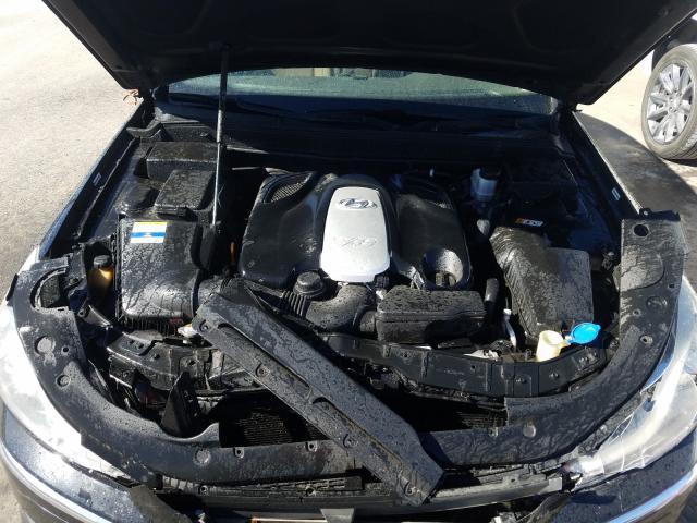 2012 Hyundai Genesis 4. 4.6L inside view