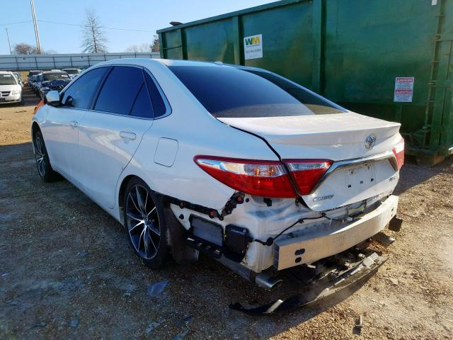 2016 TOYOTA CAMRY XSE - Right Front View