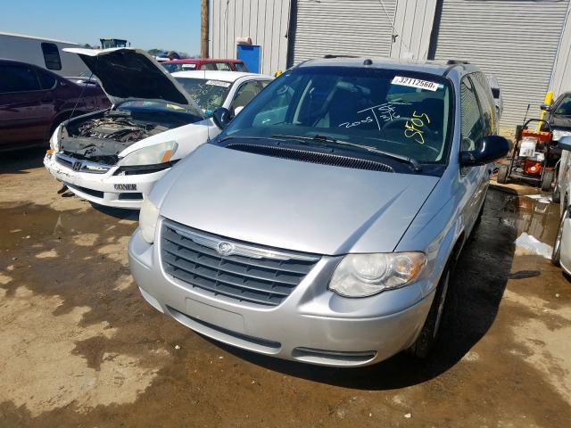 2C4GP44R35R597085-2005-chrysler-minivan-1