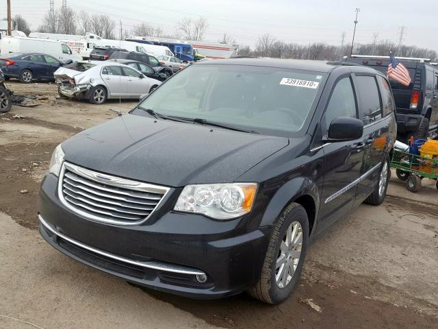 2013 CHRYSLER TOWN & COU - Left Front View