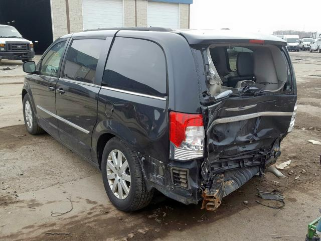 2013 CHRYSLER TOWN & COU - Right Front View