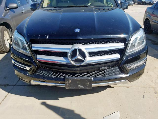 4JGDF7CE4DA186752 - 2013 Mercedes-Benz Gl 450 4Ma 4.6L engine view