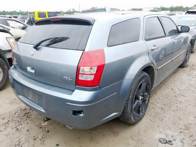 2006 DODGE MAGNUM R/T - Right Rear View