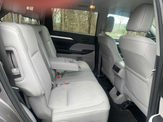 2016 Toyota Highlander 3.5L detail view