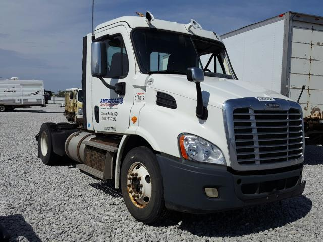 Salvage cars for sale from Copart Greenwood, NE: 2014 Freightliner Cascadia 1