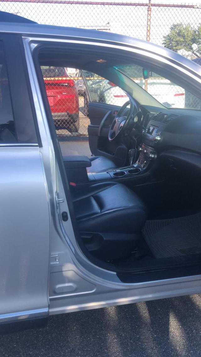 5TDBK3EH2CS164869 - 2012 Toyota Highlander 3.5L inside view