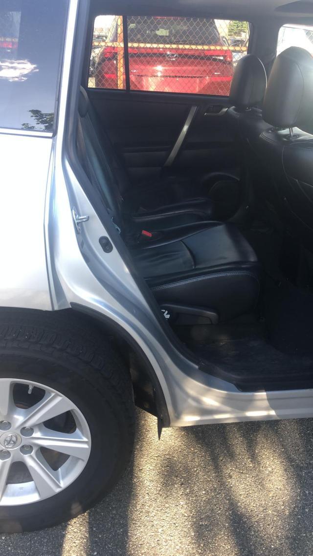 5TDBK3EH2CS164869 - 2012 Toyota Highlander 3.5L rear view