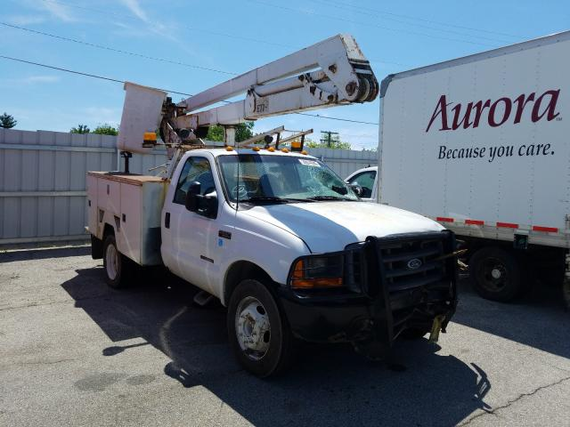 Salvage trucks for sale at Fort Wayne, IN auction: 2000 Ford F550 Super