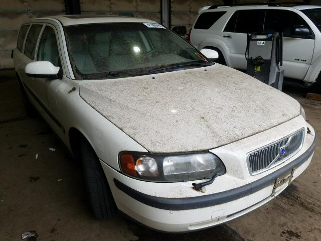 Salvage cars for sale from Copart Graham, WA: 2001 Volvo V70 2.4T