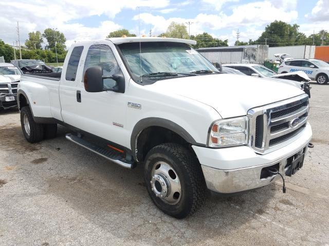 Salvage cars for sale from Copart Bridgeton, MO: 2005 Ford F350 Super