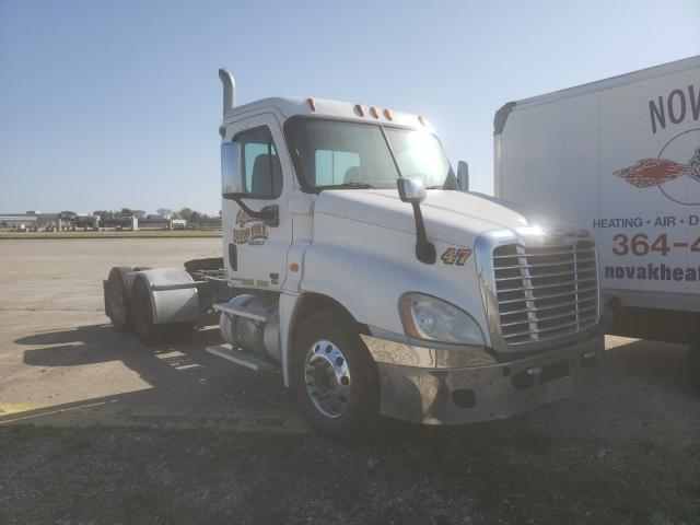Salvage cars for sale from Copart Eldridge, IA: 2008 Freightliner Cascadia 1