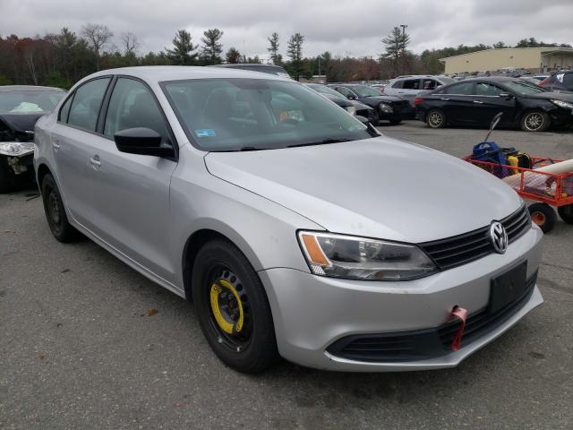 Salvage cars for sale from Copart Exeter, RI: 2013 Volkswagen Jetta Base