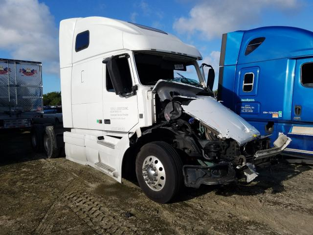 Salvage cars for sale from Copart Fort Pierce, FL: 2014 Volvo VN VNL