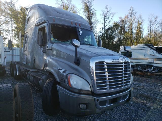 Salvage cars for sale from Copart Spartanburg, SC: 2017 Freightliner Cascadia 1