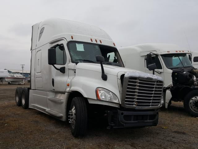 Salvage cars for sale from Copart Hammond, IN: 2016 Freightliner Cascadia 1