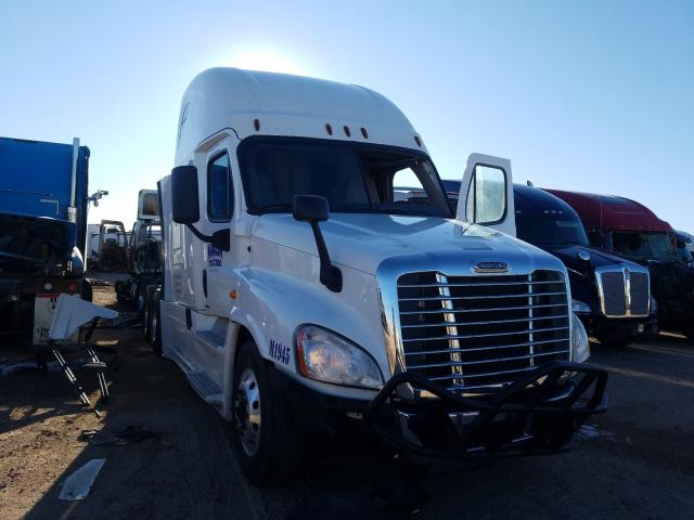 Salvage cars for sale from Copart Amarillo, TX: 2017 Freightliner Cascadia 1