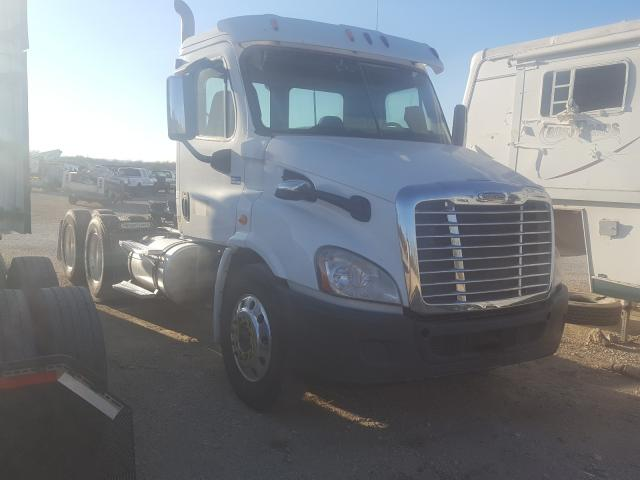 Salvage cars for sale from Copart San Antonio, TX: 2015 Freightliner Cascadia 1