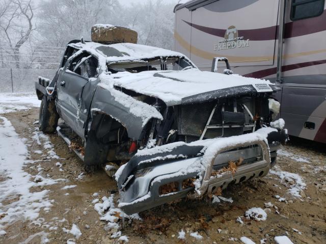 Salvage trucks for sale at Columbia, MO auction: 2001 Chevrolet Silverado