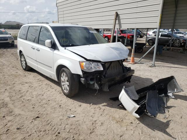 2015 CHRYSLER TOWN & COU - Left Front View