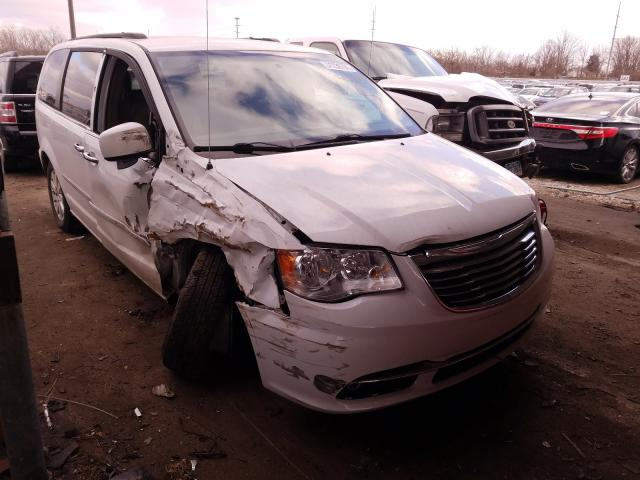 2015 CHRYSLER TOWN & COU - Left Front View Lot 31239731.
