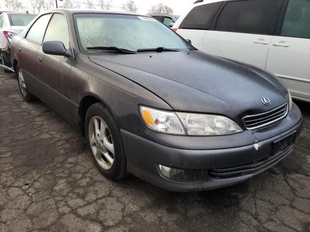 Salvage cars for sale from Copart Colton, CA: 2000 Lexus ES 300