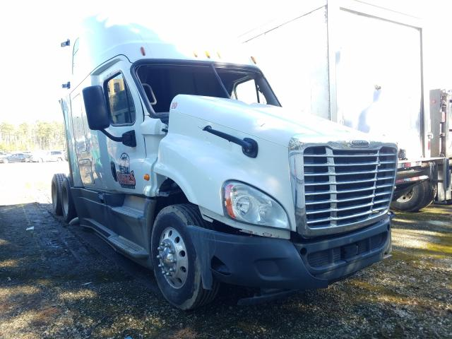 Salvage cars for sale from Copart Sandston, VA: 2015 Freightliner Cascadia 1