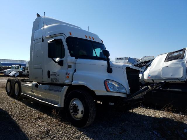 2013 FREIGHTLINER CASCADIA 1 - Left Front View