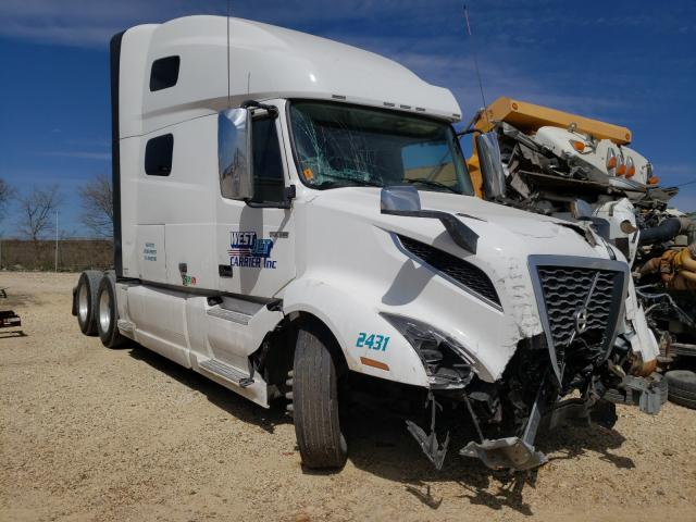 Salvage cars for sale from Copart San Antonio, TX: 2021 Volvo VN VNL