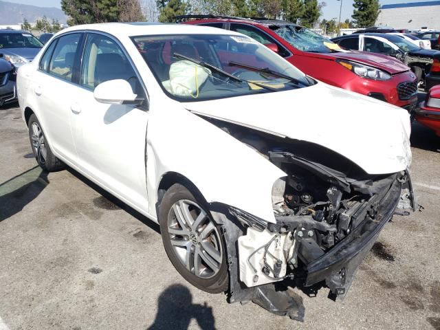 Salvage cars for sale from Copart Rancho Cucamonga, CA: 2005 Volkswagen New Jetta