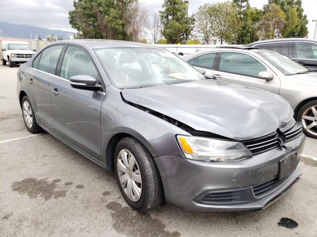Salvage cars for sale from Copart Rancho Cucamonga, CA: 2013 Volkswagen Jetta SE