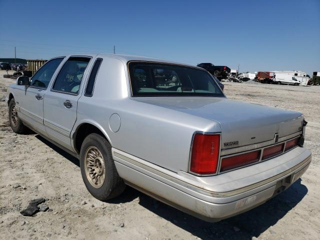 1997 LINCOLN TOWN CAR E - Right Front View
