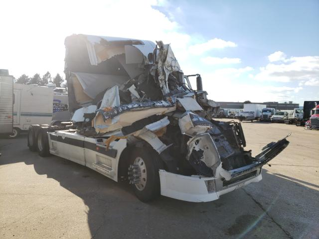 Salvage cars for sale from Copart Eldridge, IA: 2005 Volvo VN VNL