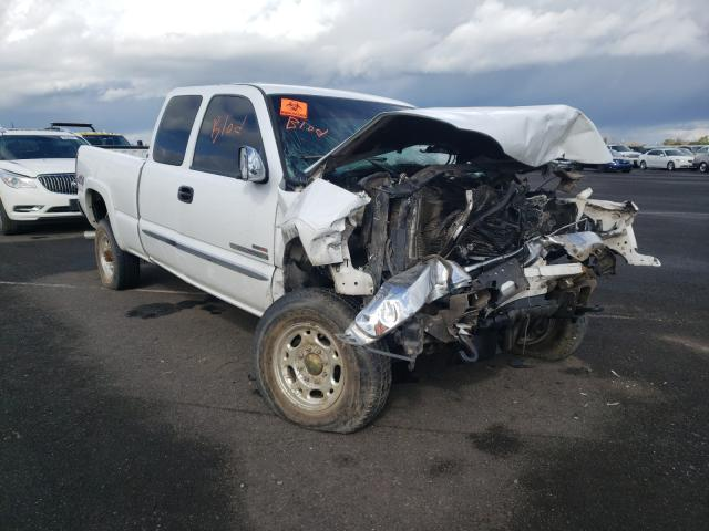 Salvage cars for sale from Copart Sacramento, CA: 2005 GMC Sierra K25