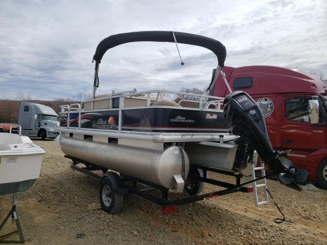 2016 SUNT BOAT - Right Front View