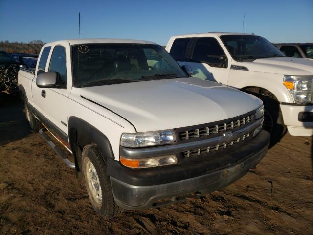 Salvage cars for sale from Copart Billings, MT: 2000 Chevrolet Silverado