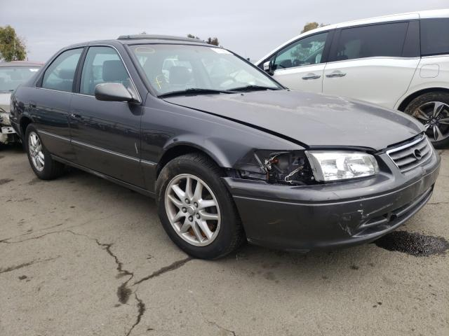 2000 TOYOTA CAMRY LE - Left Front View