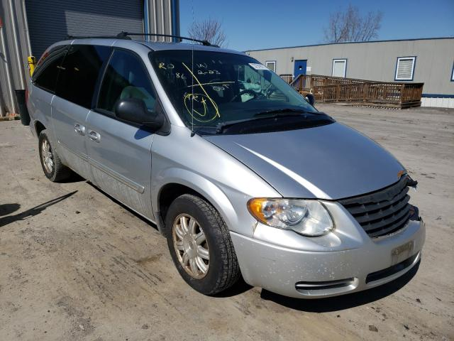 2005 CHRYSLER TOWN & COU - Other View