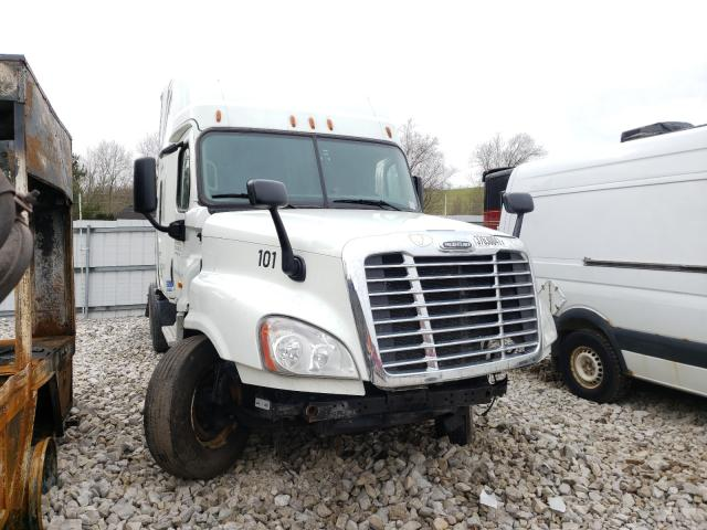 Salvage cars for sale from Copart Hurricane, WV: 2016 Freightliner Cascadia 1