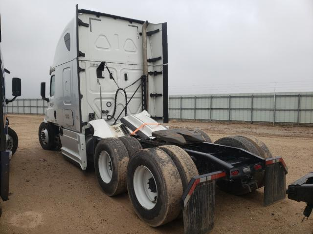 2020 FREIGHTLINER CASCADIA 1 - Right Front View