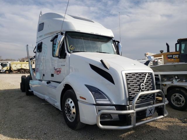 Salvage cars for sale from Copart Wichita, KS: 2021 Volvo VN VNL