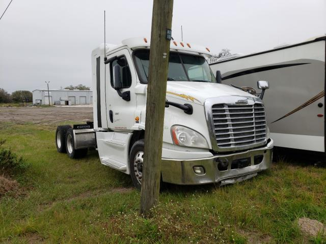 Salvage cars for sale from Copart Riverview, FL: 2016 Freightliner Cascadia